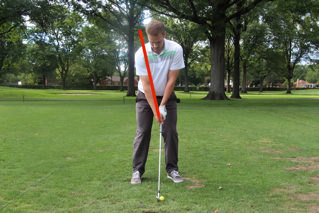 """The """"V"""" in this golfer's right-hand grip points between his chin and his right shoulder."""