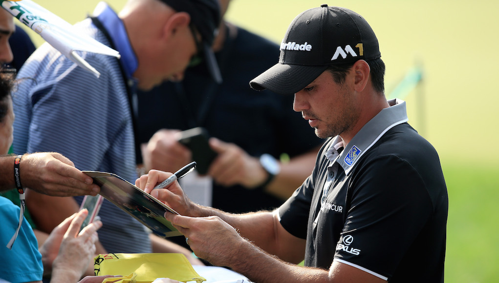 Report  Jason Day signs shoe 6411b202cd8