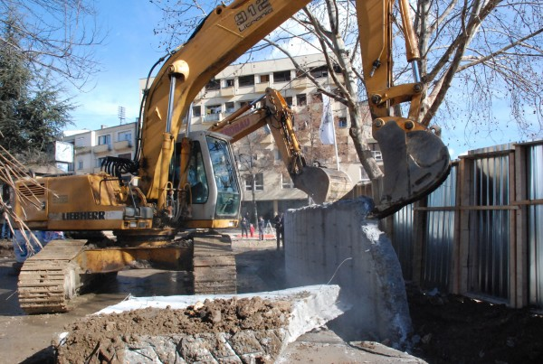 Demolishing of the concrete wall in Mitrovica
